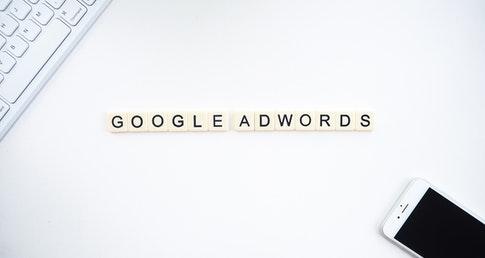 blocos de palavras representando o cupom google ads